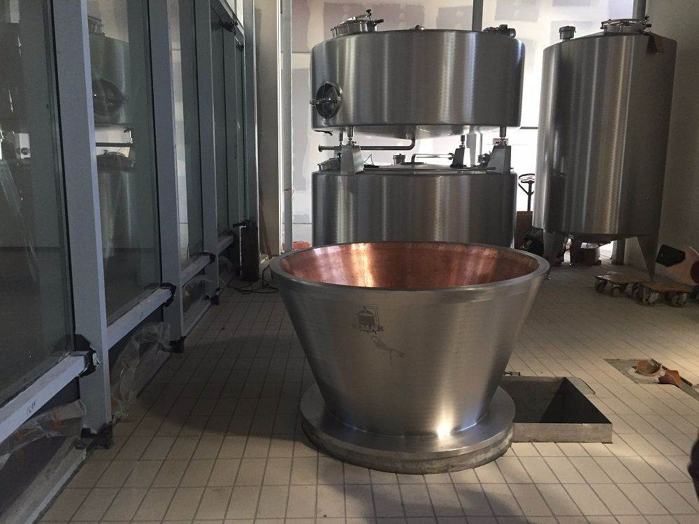 View of the vat, the cream-skimming and whey tanks