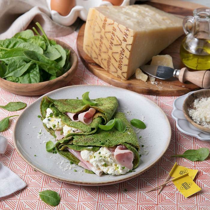 Green spinach crepes with ham and creamy ricotta and Grana Padano PDO filling