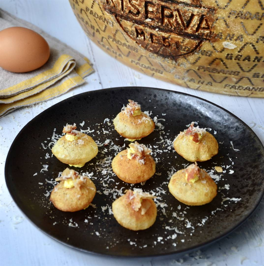 Puffed potatoes with carbonara and Grana Padano mousse