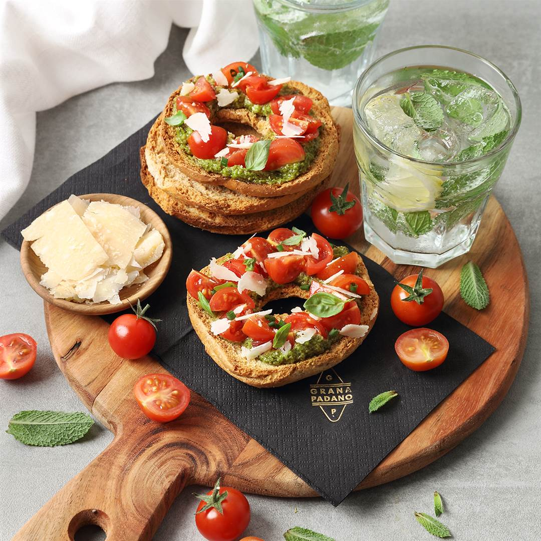 "Mint mojito, whole wheat ""freiselle with cherry tomatoes, pesto and Grana Padano Riserva"