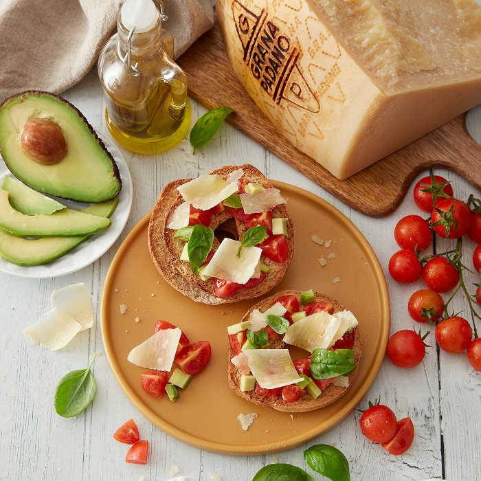 """Frisella"" with tomatoes, avocado and Grana Padano"