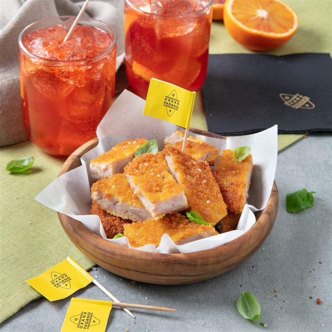 Negroni and breaded turkey nuggets with a Grana Padano crust