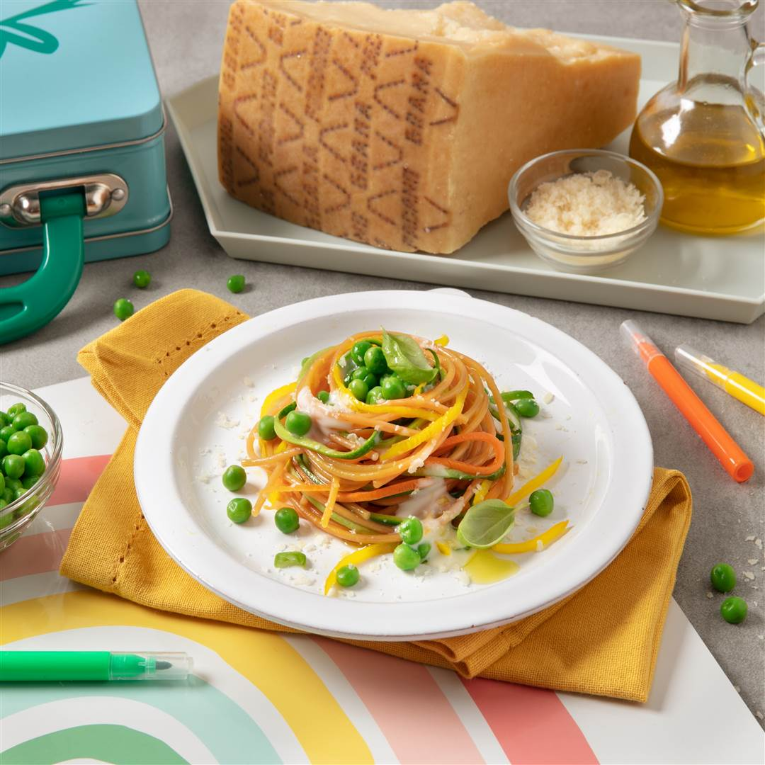 Whole wheat spaghetti with vegetables and creamy Grana Padano sauce