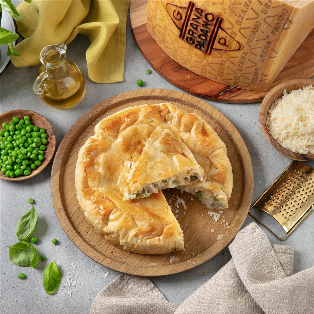 Chicken, pea and Grana Padano savoury pie