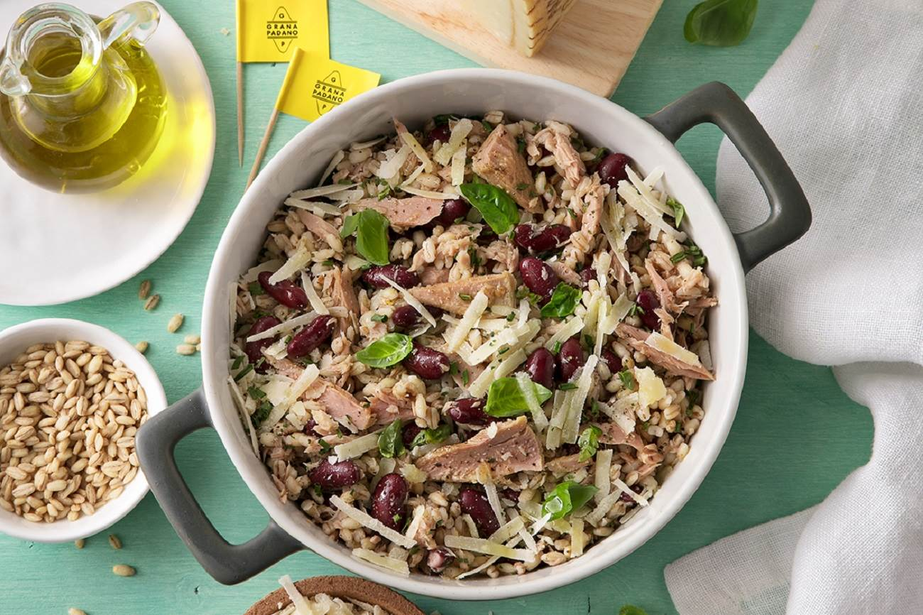 Barley, tuna, red beans, basil and Grana Padano salad