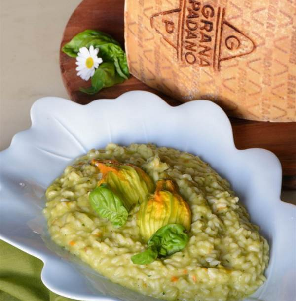 Risotto with zucchini and stuffed blossoms