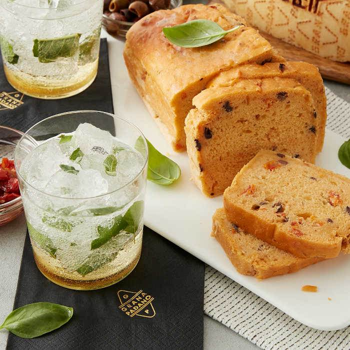 "Non-alcoholic ""Pesto"" Sage Cocktail and Savoury Cake with Grana Padano Riserva"