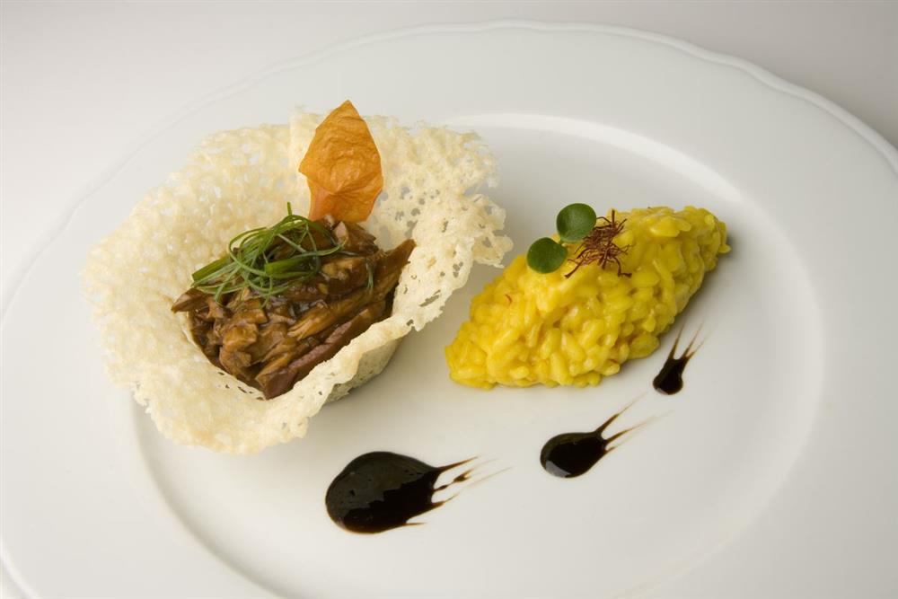 Stewed mutton in grana padano baskets with a carnaroli for Best risotto in milan