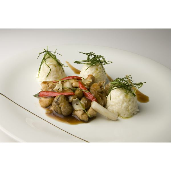 Stir-fried and spicy diced chicken with Carnaroli rice timbale and cheeses