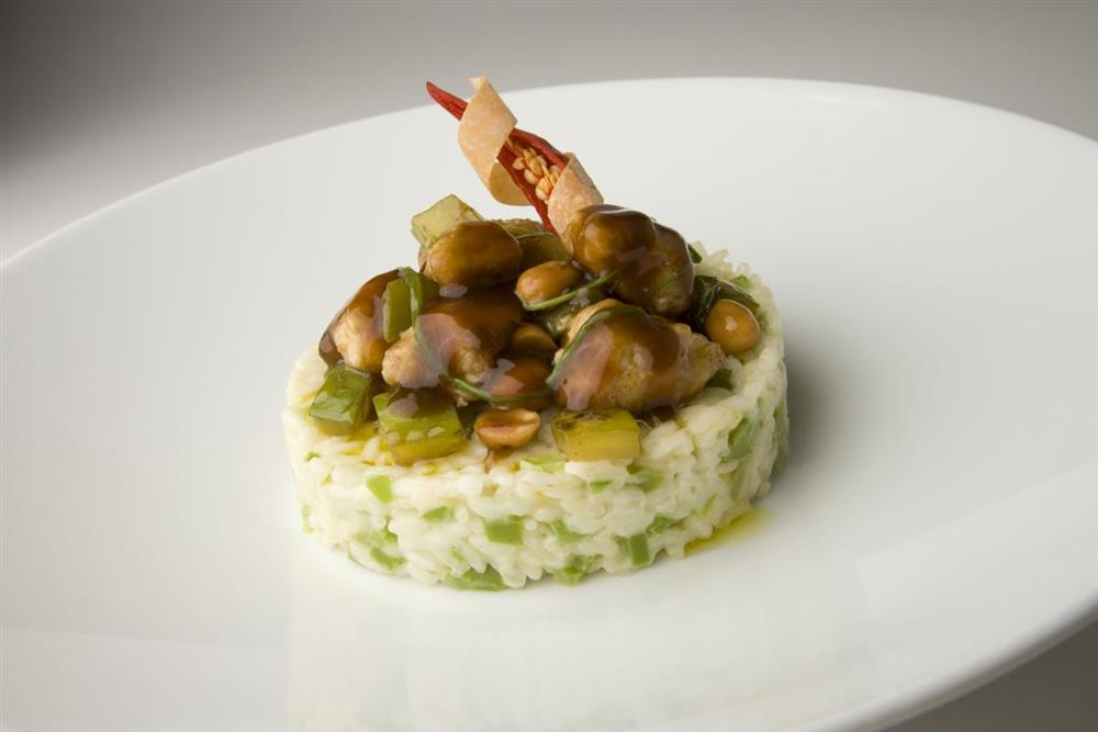 Stir-fried pork cubes with Carnaroli rice timbale and green peppers