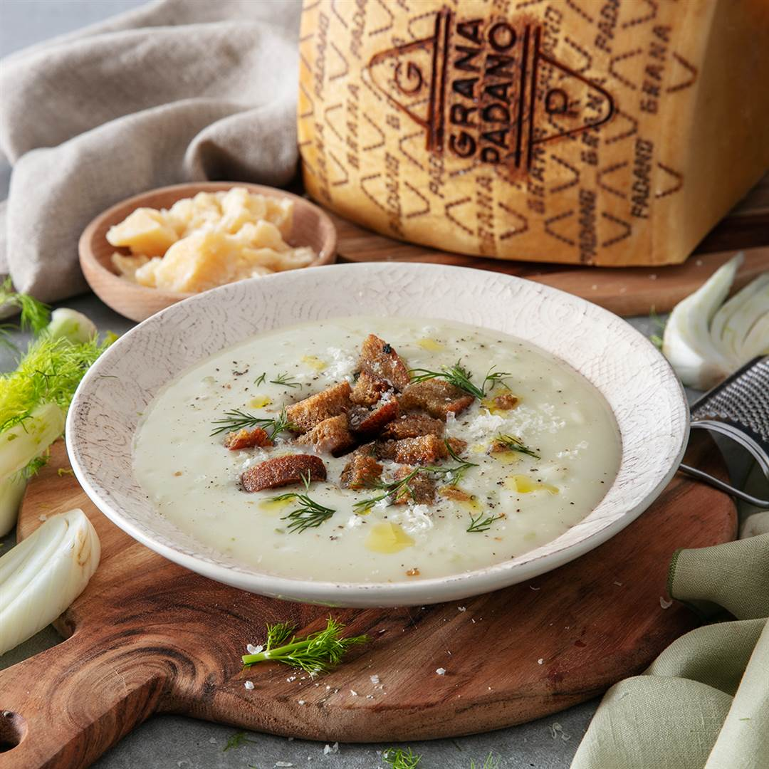 Fennel, Leek and Grana Padano soup with rye bread