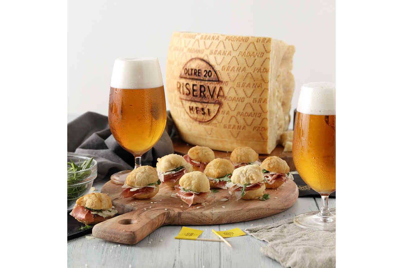 "Savoury dough ""zeppole"" with ham, rocket and shavings of Grana Padano Riserva - served with bock beer"