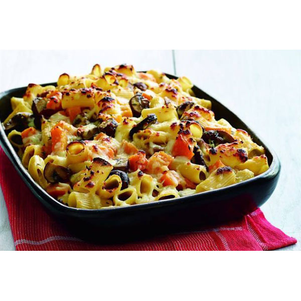 Baked rigatoni with creamy mushrooms and squash