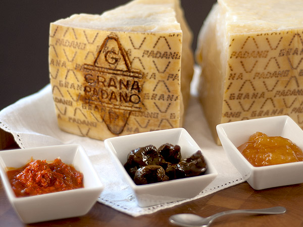 Grana Padano with preserves, jams and honey