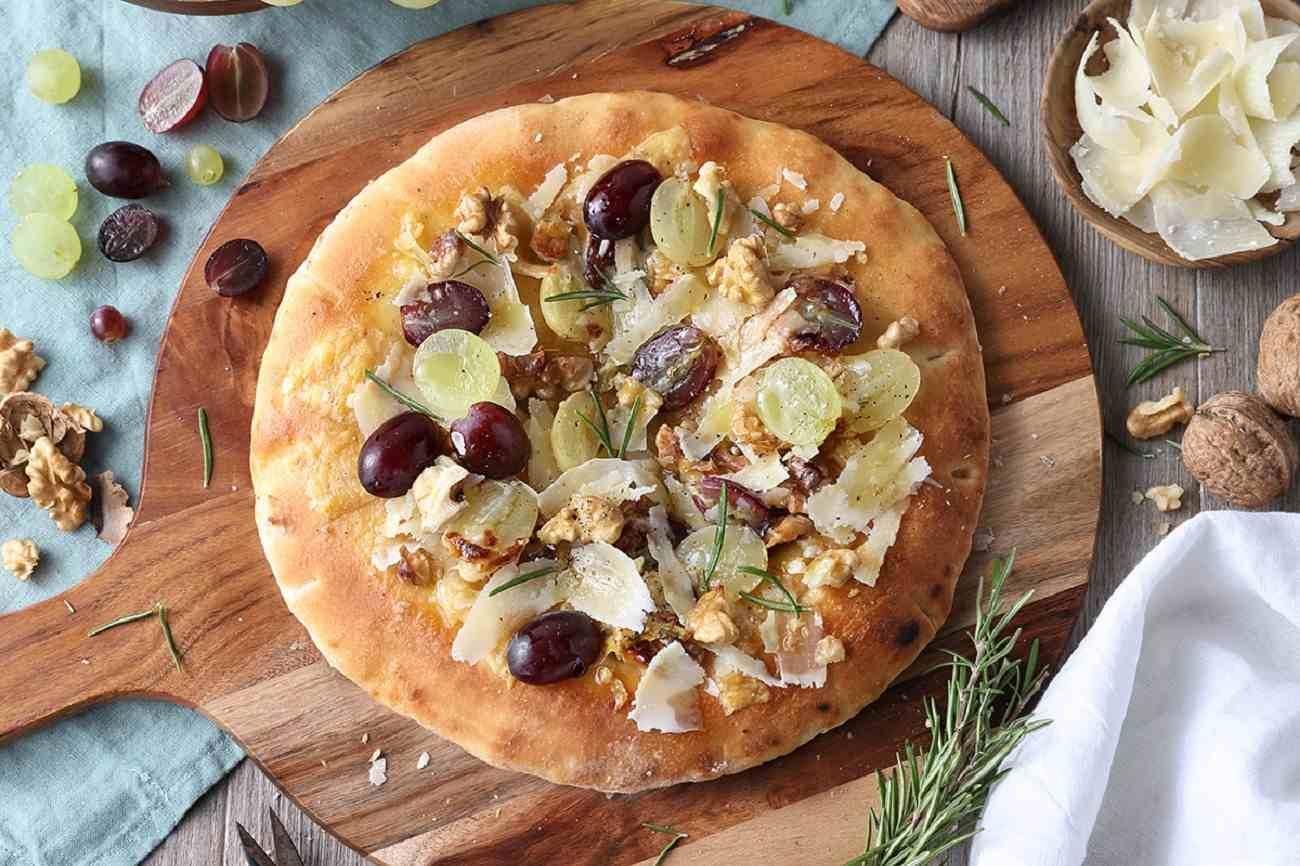 Pizza with Grapes, Walnuts and Grana Padano PDO